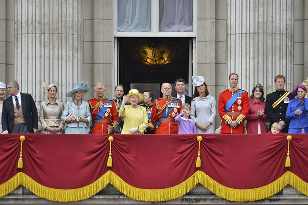 Members+of+Britains+Royal+family+stand+on+the+balcony+of+Buckingham+Palace+following+the+Trooping+the+Colour+ceremony+in+central+London-june-2012