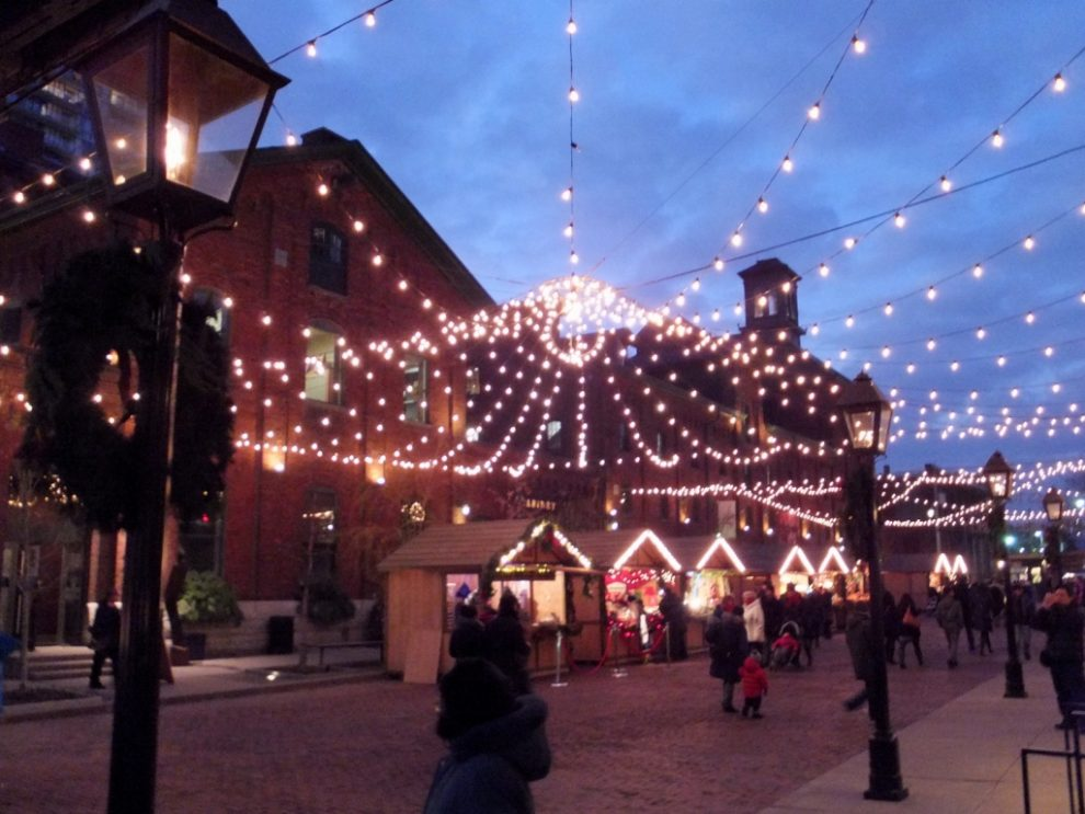 Toronto-Distillery-District-Christmas-Market-2012-35