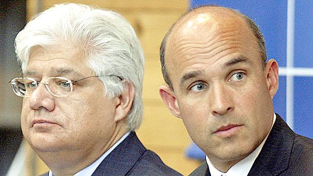 از راست به چپ: جیم بالسیلی و مایک لازاریدیس مدیران مستعفی شرکت ریم