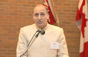 دکتر رامین جهانبگلو: دموکراسی در ایران؟ با تحریم و بمباران؟