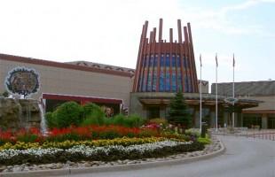 کازینو راما در شمال دریاچه سیمکو این کازینو از سال 1996 بصورت 24 ساعته و هفت روز هفته بکار مشغول است. این کازینو دارای 2500 دستگاه Slot Machine، 110 میز بازی و 10 رستوران است.