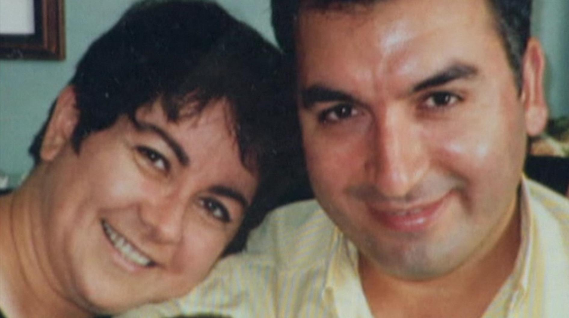 حمید قاسمیشال (راست) قبل از دستگیری در ایران به (جرم جاسوسی)، ساکن تورنتو بود. آنتونلا مگا همسر حمید، باور دارد که حمید جاسوس نیست و از سال 2008 تا کنون برای آزادی او تلاش میکند