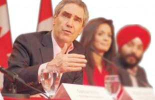 مایکل ایگناتیف، رهبر سابق حزب لیبرال کانادا، هنگام گفتگوی مطبوعاتی با نمایندگان رسانههای قومی قبل از برگزاری انتخابات سراسری کانادا - عکس از سلام تورنتو (20 اپریل 2011)