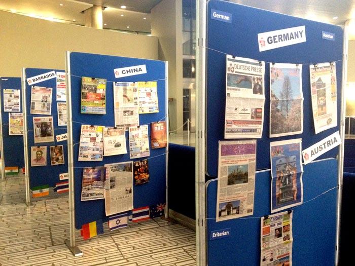 نمونههایی از نشریات قومی برای بازدید علاقمندان- این نمایشگاه در محل سیتیهال تورنتو تا یک هفته ادامه دارد
