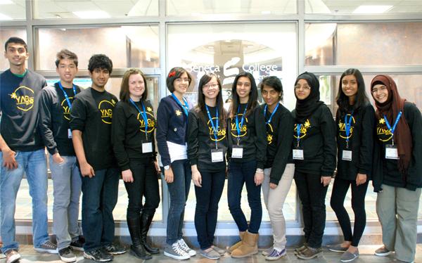 دوازده سفیرنو جوان که برگزار کنندگان اصلی این کنفرانس بودند.