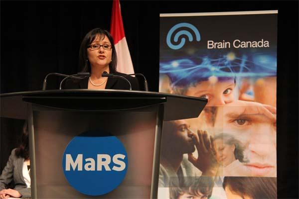 لئونا اگلوکاگ وزیر بهداشت کانادا امیدوار است که این بودجه کانادا را در کشفیات و درمان بیماریهای مغزی پیشتاز کند. - پنجشنبه سوم می 2012 - عکس از سلام تورنتو