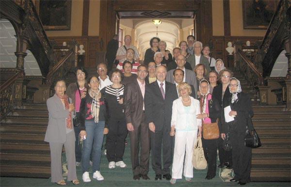 بازدیدکنندگان در کنار دکتر مریدی نماینده ریچموندهیل در پارلمان انتاریو