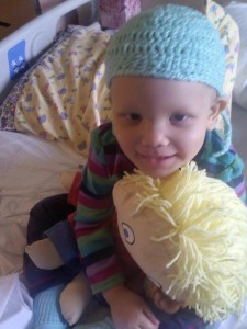 رز ماری مالین سه ساله که یک سال پیش دچار تومور مغزی شد