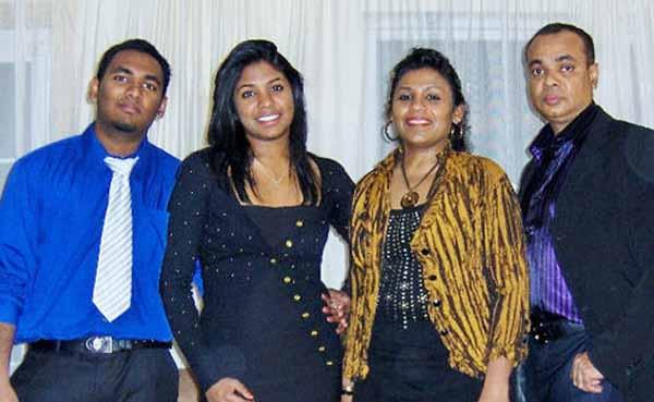از خانواده Wijeratne، پدر این خانواده (اولین نفر از سمت راست) و دختر ۱۶ ساله او (دومین نفر از سمت چپ) در روز یکشنبه ۵ آگوست ۲۰۱۲ در تصادفی با یک راننده مست ۱۹ ساله جان خود را از دست دادند.