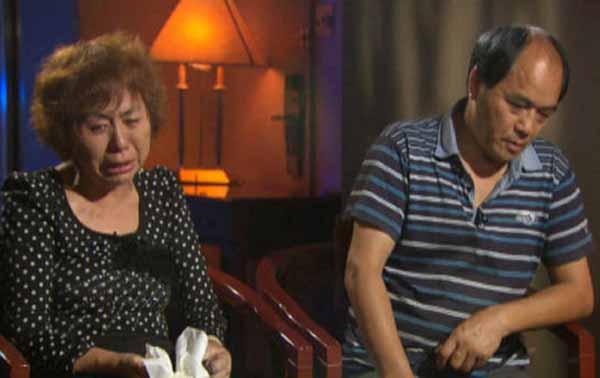 پدر و مادر جون لین (Jun Lin)، دانشجوی دانشگاه Concordia در شهر مونترال که به دست لوکا روکو مگنوتا در ماه می ۲۰۱۲ کشته شده است.