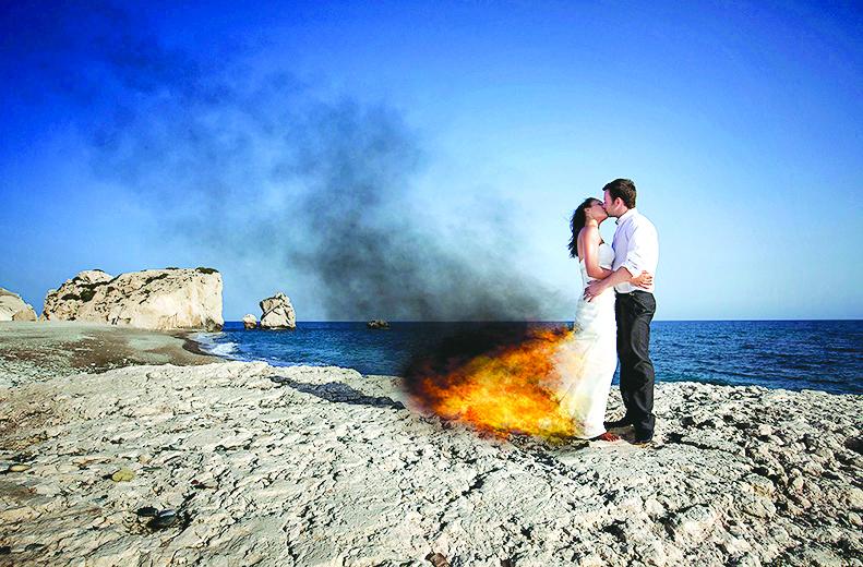 عکسی منحصر به فرد اما پر خطر از عروس و دامادی