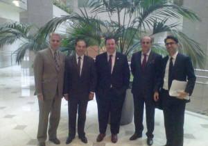 رئیس و چند تن از اعضای هیات مدیره کنگره ایرانیان کانادا در ملاقات با جیسون کنی وزیر مهاجرت کانادا: به ترتیب از چپ به راست: دکتر فرخ زندی (رئیس هیات مدیره)، دکتر صمد اسدپور، جیسون کنی وزیر مهاجرت، دکتر داوود کفایی و کاوه شهروز