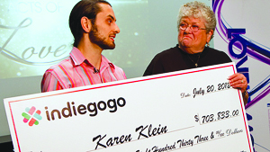کارن کلین(Karen Klein) ، مراقب دانشآموزان اتوبوسی در شهر نیو یورک، که از طرف چهار دانش آموز کلاس هفتم مورد تمسخر قرار گرفته بود بخشی از 703.833 دلار پول اهدا شده به خود را به سازمان های مراقبت کننده از کودکانی که نیاز های ویژه دارند، اهدا خواهد کرد
