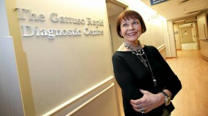 خانم امانوئل گاتوسو 10 سال است که از پس بیماری سرطان برآمده و زنده مانده است