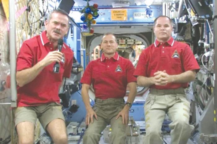کریس هادفیلد (اولین نفر از سمت چپ) فضانورد مطرح کانادایی 6 ماه در فضا به سر خواهد برد و از ماه مارچ نیز فرماندهی ایستگاه فضایی را به عهده میگیرد