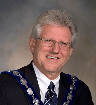 دیو بارو شهردار ریچموندهیل:  این جایزه به خاطر تلاشهای ما در جهت جذب بیزنس های جدید و حفظ بیزنس ها موجود به ریچموندهیل تعلق گرفته است