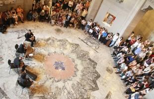 امسال نیز چندین برنامه موسیقی و تلفیق رقص و موسیقی توسط هنرمندان کامیونیتی ما در موزه رویال انتاریـو برگزار می شود. در تصویر، صحنه ای از هنرنمایی نوازندگان موسیقی ایران را در زیر سقف بلند «رام»در سال گذشته مشاهده می کنید.