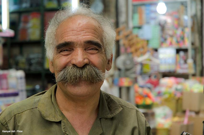 لبخند طلایی در خیابان مولوی