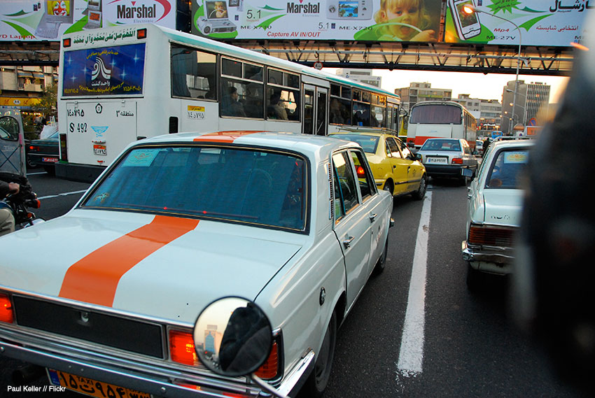 سوار تاکسی موتوری در مرکز تهران