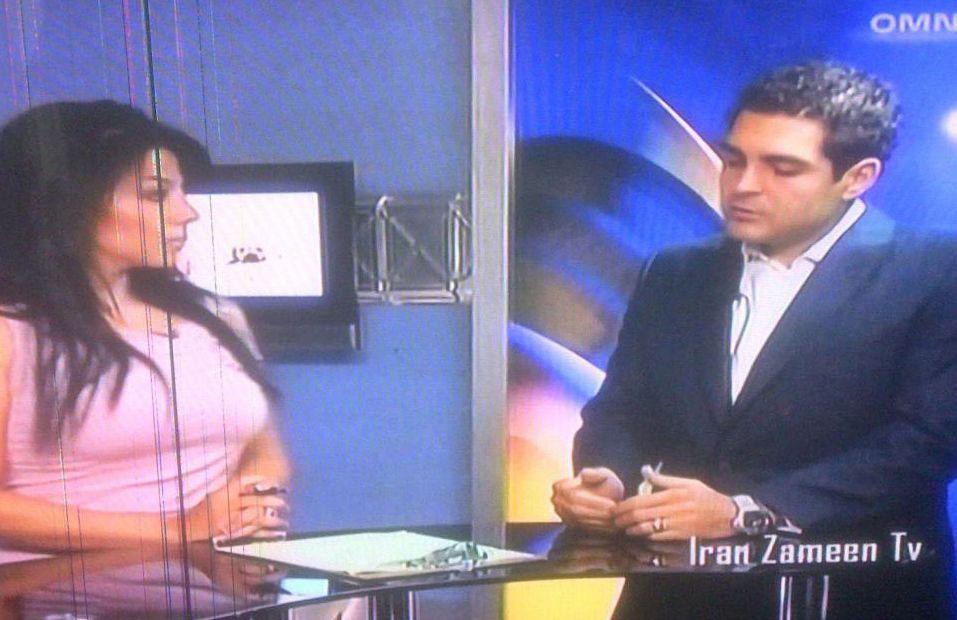 صحنه ای از حضور نامزد ایتالیایی تبار در تلویزیون ایران زمین که در وب سایت وی «پُست» شده است