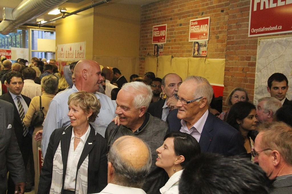 به ترتیب از راست به چپ: بیل گراهام، جان مک کالوم و جودی اسکرو (عکس بالا) و جورج اسمیترمن (چپ) در کنار جاستین ترودو (عکس پایین)