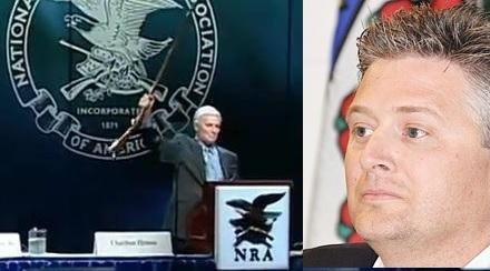 این هفته بلین کالکینز-Blaine Calkins- نماینده محافظه کار آلبرتا (راست) عبارت معروف چارلتون هوستون در دفاع از آزادی اسلحه را بکار برد