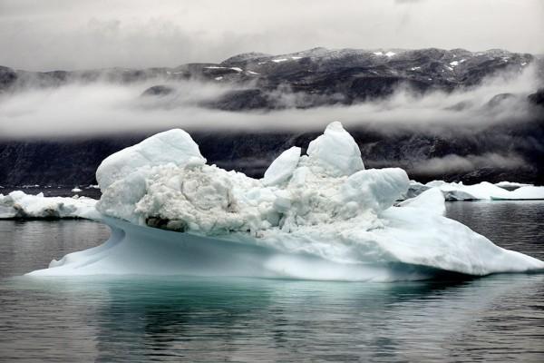 گزارش سازمان ملل پیش بینی می کند در اثر آب شدن یخ های قطبی تا سال 2100 بین حداقل  50 و تا بیش از 100 سانتی متر به سطح آبهای آزاد جهان افزوده خواهد شد