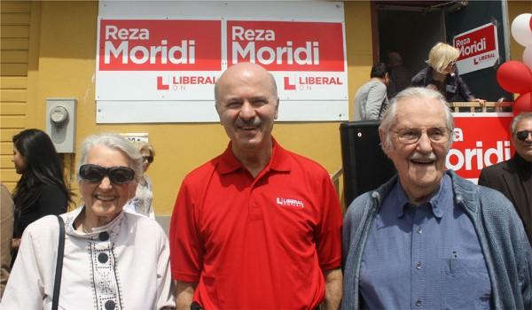 پدر و مادرکاتلین وین برای حمایت از دکتر رضا مریدی در  مراسم آغاز مبارزات انتخاباتی او حضور  داشتند
