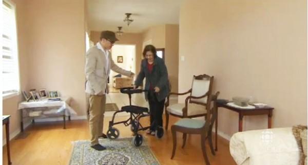 صحنه ای از فیلم کوتاهی که CBC  از سیروس درخشان و مادرش از شبکه سراسری پخش کرد