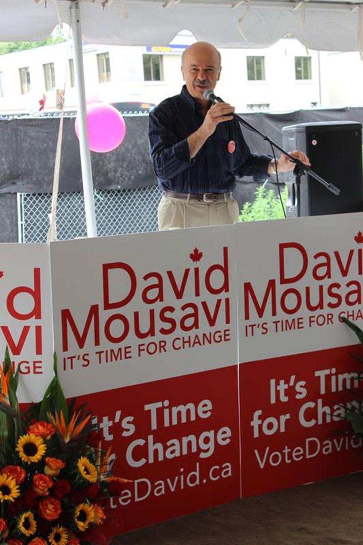 دکتر رضا مریدی وزیر کالج ها و دانشگاههای انتاریو در مراسم گشایش کمپ انتخاباتی دیوید موسوی سخنرانی کرد