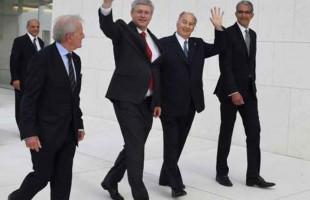آقاخان (نفر دوم از راست) در کنار آقای استفن هارپر نخست وزیر کانادا
