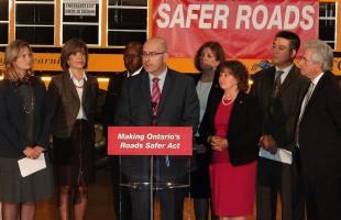 استیون دل دوکا وزیر حمل و نقل انتاریو جزییات لایحه جدید ایمنی جاده ها را اعلام کرد