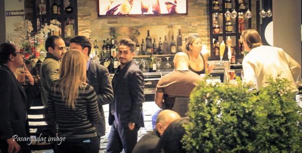 رستوران لیلی روز چهارشنبه 19 نوامبر با حضور جمعی  از ساکنان تورنتوی بزرگ در تورن هیل ـ   .8199Yonge St  ـ گشایش یافت.