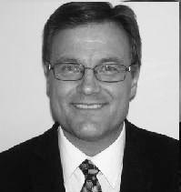 تام مینچ  عضو جدید از حوزه دو، یکی از دو نفری بود که به لایحه پرداخت بدهی پیرلی رای منفی داد