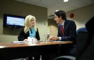 جاستین ترودو رهبر حزب لیبرال کانادا و ایو اَدامز نماینده می سی ساگا
