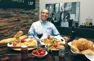 غذاهای ایتالیایی شهرت جهانی دارند. سعید فرنقی مدیر رستوران Let's Be Frank انواع غذاهای ایتالیایی را در کیفیت بی نظیر به شما ارائه میدهد.