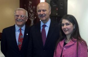 از راست:  خانم دکتر عاطفه مشاطان، دکتر رضا مریدی و سرکیس آسادوریان در خاتمه جلسه مطبوعاتی ـ عکس از سلام تورنتو