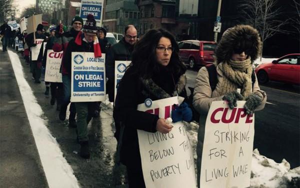 مانند تمامی اعتصابات کارمندان دانشگاهها و مراکز آموزشی، این دانشجویان بودند که در جریان این مخاصمه بر سر خواسته های دو طرف ضربه خوردند.