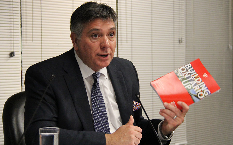 چارلز سوسا، وزیر  اقتصاد و دارایی انتاریو ـ   عکس از سلام تورنتو (محمد تاج دولتی)