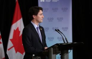 جاستین ترودو نخست وزیر کانادا در حال سخنرانی در اجلاس سران ۲۰ کشور در آنتالیای ترکیه