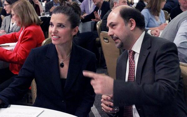 مهرداد حریری بنیانگذار و ریاست مرکز سیاستگذاریهای علمی  در جمع شرکت کنندگان