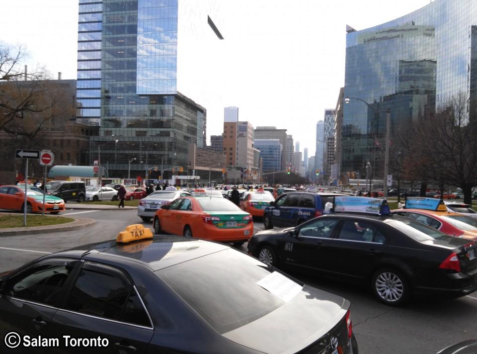 شهرداری تورنتو در حال حاضر مشغول کار روی مقررات جدیدی است تا سرویس های مسافرکشی نظیر «اوبر» تحت ضابطه قرار گیرند