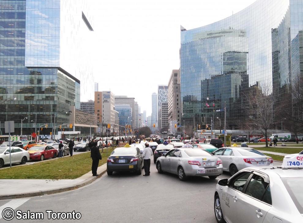 «اوبر» موجب خشم صنعت تاکسیرانی و رانندگان تاکسی شده است. صنعت تاکسیرانی می گوید سرویس اوبر موجب کاهش درآمد تاکسی رانان شده.