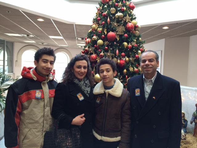 تورنتو دسامبر 2014 ـ خانواده 4 نفره شاهه تاشجیان پس از ورود به کانادا، با آرزوی زندگی آرام. نفر دوم از سمت راست  هرایر  پسر کوچک خانواده است که متاسفانه از ناحیه پا به شدت آسیب دیده ولی امید می رود بهبودی حاصل کند.
