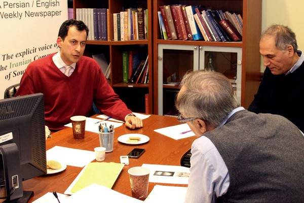 گفتگوی ارسلان کهنمویی پور (چپ) با مشهود ناصری و محسن تقوی در دفتر سلام تورنتو،  دوشنبه 18 ژانویه 2016 ـ  عکس از سلام تورنتو