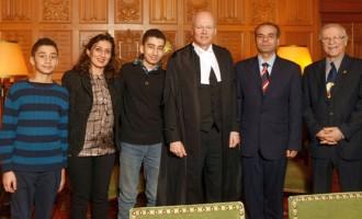 سرکیس آسادوریان، شاهه تاشجیان باتفاق همسر و دو فرزندش  در کنار رئیس پارلمان کانادا  Geoff Regan