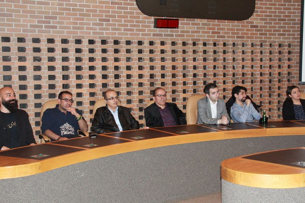 در جریان مجمع عمومی و رای گیری کنگره ایرانیان کانادا،  در روز یکشنبه ۱۵ می ۲۰۱۶، هفت نماینده جدید  به هيئت مدیره کنگره  پیوستند.  اسامی این هفت نفر (از سمت چپ به راست): علی بانگی، بهزاد جزی زاده، مهران فرازمند، مجتبی ادیب راد، تایاز فخری، پویان طبسی نژاد و درنا مجدمی ـ   عکس از سلام تورنتو، یکشنبه 15 می 2016، سالن اجتماعات شهرداری نورت یورک