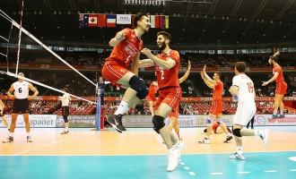 خوشحالی اعضای تیم والیبال ایران پس از کسب امتیاز