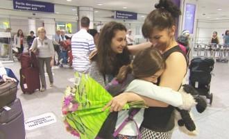 سه شنبه شب در فرودگاه مونتریال، وقتی دو دختر خانم سلاجقه با هواپیمای ترکیش ایرویز به زمین نشستند، خانم سلاجقه با چشمانی پر از اشک و بوسه های فراوان آنها را در آغوش گرفت.