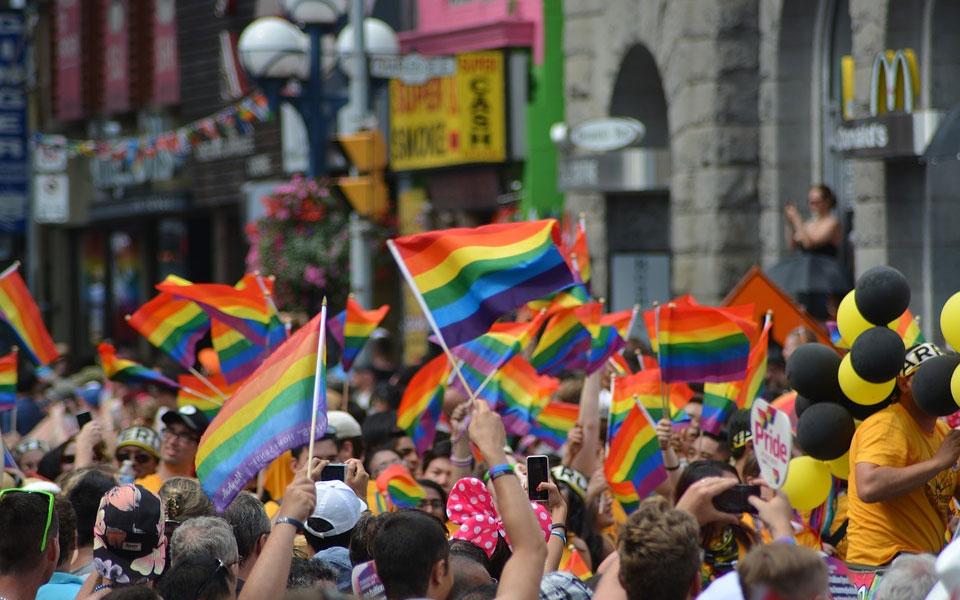 راهپیمایی همجنس گرایان در دان تاون تورنتو